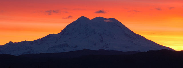 Mount_Rainier_sunset